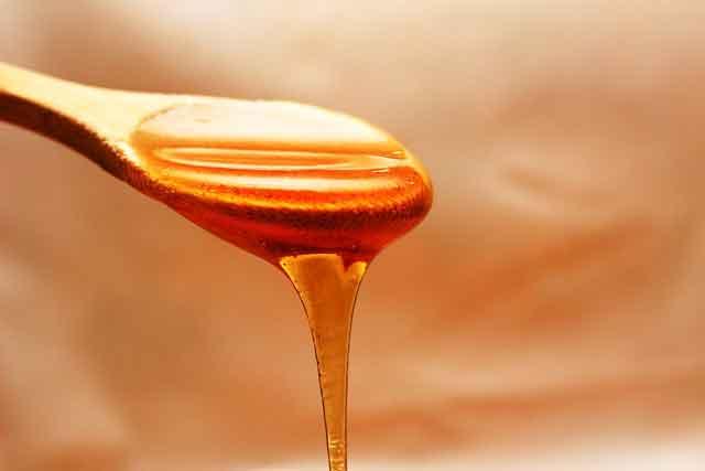 Cara menghaluskan wajah dengan madu