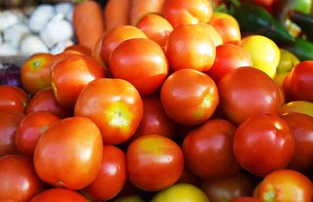cara menghilangkan jerawat dengan tomat
