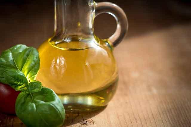 Manfaat minyak zaitun untuk rambut