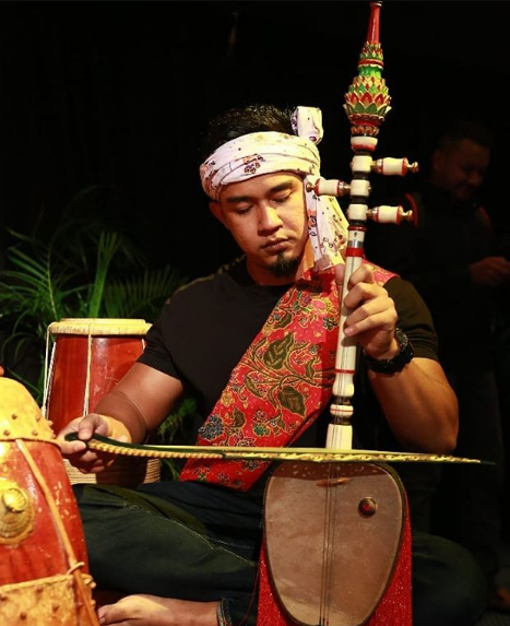 cara memainkan alat musik rebab