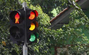 lampu lalu lintas memiliki prinsip kerja dari rangkaian listrik
