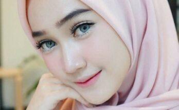 Cara Memakai Hijab Segi Empat Simple dan Modis untuk Wajah Bulat